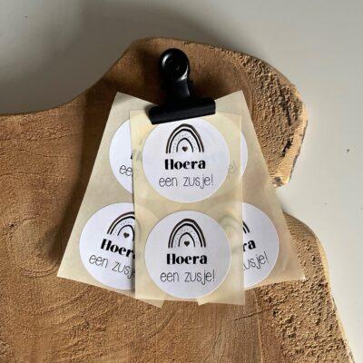 Sticker voor op een geboortetraktatie